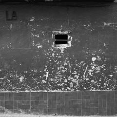 LA (cuantofalta) Tags: street old blackandwhite bw españa white black muro abandoned blanco window sign wall contrast painting tile square outside atardecer ventana pared calle spain day afternoon exterior floor letters negro dia catalonia girona bn contraste letter letrero viejo cataluña pyrenees catalan pintura gerona catalana letras cerdanya suelo letra pirineo baldosa abandonado cerdaña cuantofalta paulagimeno