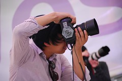 Guy from audience trying the D3s - Nikon School, MSFW 2010
