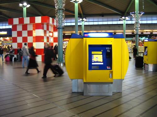 Transporte público de Amsterdam: Máquina de passagens no Schiphol Amsterdam