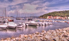 * Isola d'Elba :  Marciana Marina / il porto  *  the port  * (argia world 1) Tags: isoladelba porto marcianamarina port rocce rocks mare sea case houses trees alberi barche boats