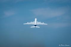Départ ... (Pierrotg2g) Tags: airbus a380 avion aircraft airplane jet airliner nikon d90 tamron 70200