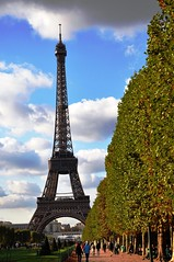 Eiffel Tower - Paris (fhmolina) Tags: mars paris france tree tower folhas leaves leaf torre champs frança eiffel eifel campo outono marte champ autumm mart sena