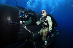 Divers Perform SDV (US Navy) Tags: military nuclear scuba seal militar operations missile diver usnavy unitedstatesnavy marineros buceador