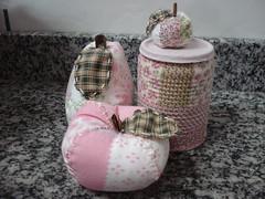trio (Ana Lia Bueno) Tags: frutas eva biscuit feltro patchwork tecido latas retalho latinhas chaveiros guirlandas