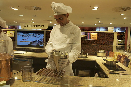 KaDeWe chocolatier at work