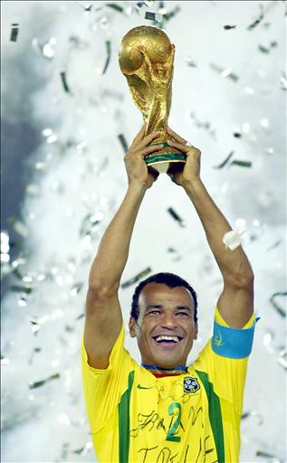 WC2002-GER-BRA-CAFU WITH CUP