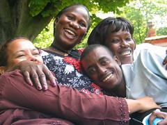 Solidays 2010 : interviews des associations du Sud dans le Parc des Buttes Chaumont  Paris (Rencontres associations Solidays 2010) Tags: paris aids lutte le vih sida contre association 2010 afrique interviews solidays solidarit prvention