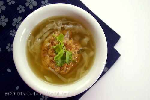Tofu-meatball soup