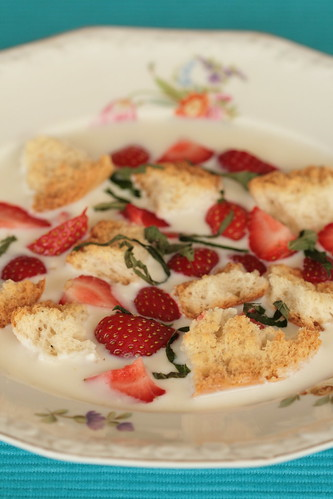 Danish buttermilk soup / Koldskål / Petisupp maasikatega