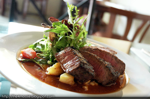 Black Sheep Cafe - Fillet of Beef with Cream of Pepper Sauce