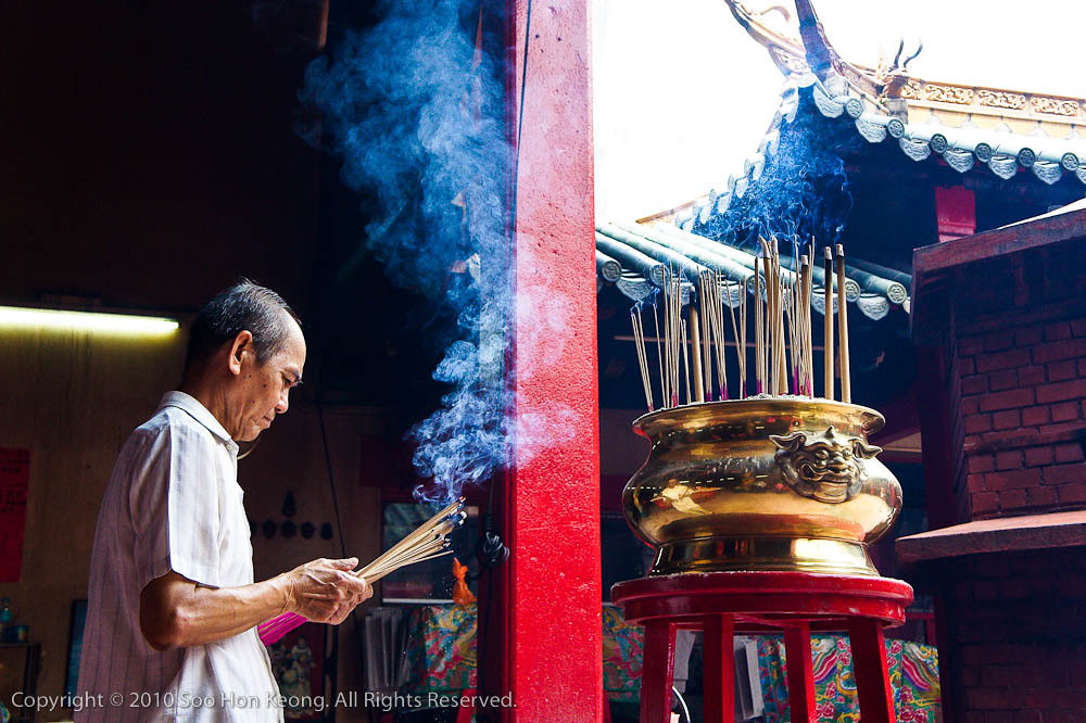 Pray @ Kwong Siew Temple, KL, Malaysia