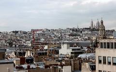 Über den Dächern von Paris, im Hintergrund Sacré-Cœur de Montmartre
