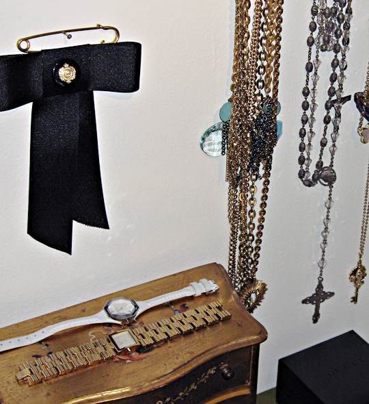 accessories+chains+necklaces+bows+watches+gold+crosses