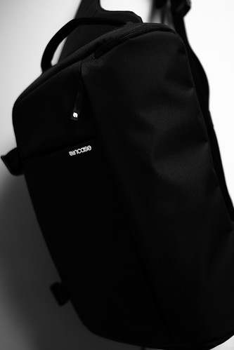 Incase Sling Pack for DSLR camera
