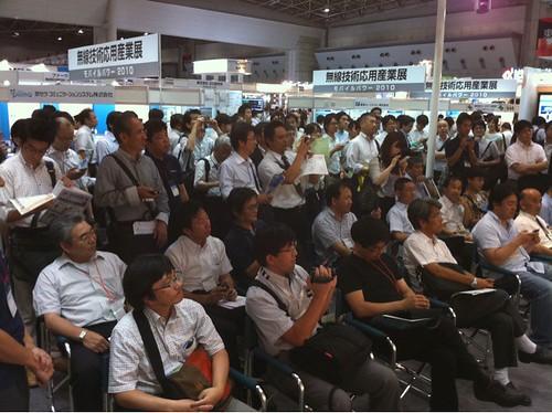 いとうまい子さん@maimai818 を見に集まった大観衆。おっさん多い!(笑)