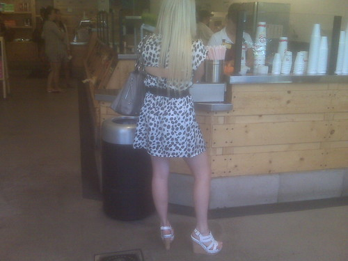 This socal girl with her bleached blonde hair was lookin super stylish in
