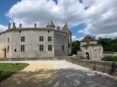 Château La Brède, France 2010 (ShakeFrog) Tags: france castle philosopher montesquieu labrède