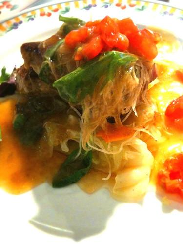 メインの魚料理。本日はカツオのステーキです。
