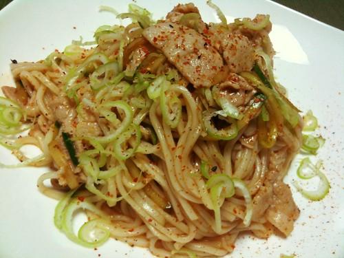 #jisui ビビンひやむぎ作ったわー。豚肉うめえ。麺は薄味。