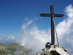 GR20 2010 refuge Capanelle a Usciolu (80) (akunamatata) Tags: montagne cross corse gr20 corsica trail punta hiker gr croix 2010 randonne capella frlimonti diacapella