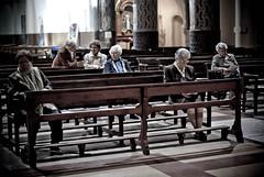 (Neusbf) Tags: barcelona bcn iaia abuela missa dona raval barna esglèsia parroquia bancs esglsia