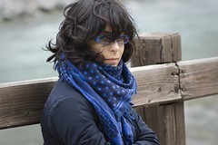 blue girl beauty scarf blu longhair gucci eyeglasses bellezza sciarpa ragazza legno kefiah capellilunghi chefia occhialidavista