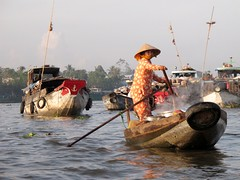 Boats arriving at Cai Rang Floating Market - Mekong Delta (pacoalfonso) Tags: trip travel viaje people river boats asia barco gente market floating delta vietnam mercado cai popular mekong viajar arriving rang pacoalfonso pacoalfonsocom