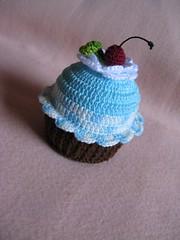 Cupcake Croche (Luciane P. Castro) Tags: cake handmade crochet artesanato cupcake croche docinho sache lembrancinha feitoamão alfineteiro agulheiro