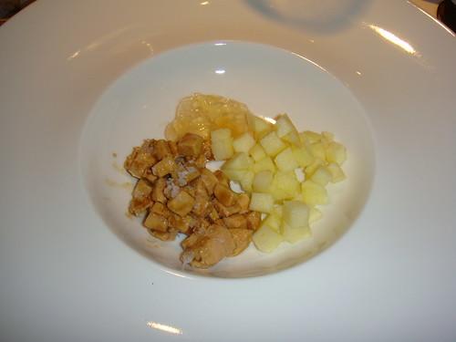 Foie en dados con trozos de manzana y una gelatina de Albariño
