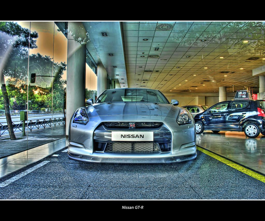 Nissan GT-----------R.!