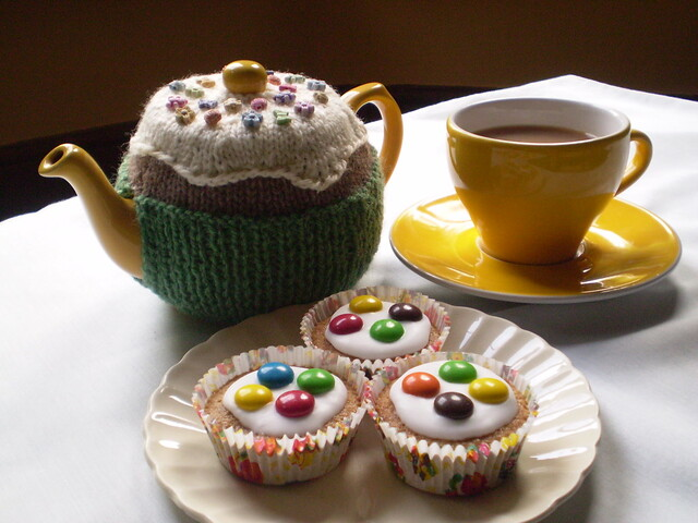 Ravelry Fairy Cake Tea Cosy Pattern By Frankie Brown