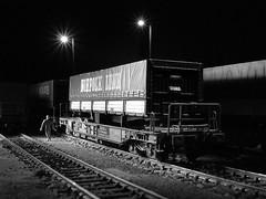 Roco huckepack (Musreville) Tags: railroad night model nightshot ns railway ho modelling modell roco trein modelleisenbahn modelrailway güterzug modellbahn huckepack hupac modelspoor miniatuur schmalspur h0 goederentrein owinstonlink modeltrein hupak modelbaan