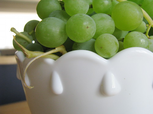 crop--new bowl with grapes