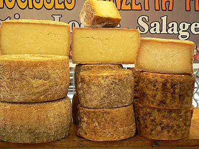fromages au marché de Bastia.jpg