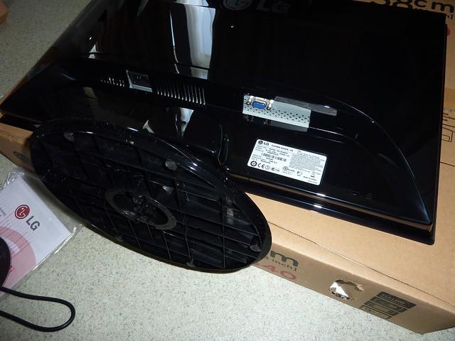Deballage Photos ecran LG 23 pouces LCD TFT