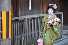 The lovely Tsuruha-chan (_Codename_) Tags: japan kyoto locals maiko geisha gion 2010