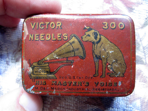 Tin of 78 needles, cover