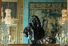 2010.08.22.071 VAUX-le-VICOMTE - Le château - Appartements  - buste de Louis XIV (alainmichot93 (Bonjour à tous - Hello everyone)) Tags: france castle castelo schloss 77 iledefrance castillo buste lustre louisxiv seineetmarne tapisserie appartements chteau maincy nicolasfouquet châteaudevauxlevicomte roidefrance xviièmesiècle