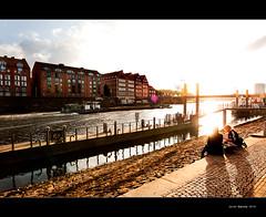 En cada puerto una mujer espera ... (Javier  Garca) Tags: girls color colour port canon germany puerto alemania mm usm bremen garcia javier efs 1022 f3545 40d