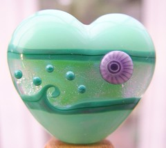 Triple Sparkle Heart (Glittering Prize - Trudi) Tags: uk green glass fire purple heart handmade bead trudi lampwork polished prise sra glittering dichroic dicro glitteringprize murrini fhfteam britlamp