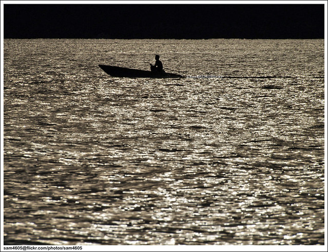Nelayan pulang petang