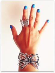 Toda borboletada... (Teka e Fabi®) Tags: blue azul hand butterflies ring bracelet mao nailpolish acessories pulseira unhas borboletas anel esmalte acessorios tekaefabi