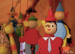 PINOCCHIO (Fänfän) Tags: toys spain puppet market mercado marionetas andalusia pinocchio espagne marché woodentoys juguetes mercadomedieval marionette pinocho jouets andalousia títeres medievalmarket marionnettes fänfän juguetedemadera jouetenbois ltytr2 ltytr3 marchémédiéval