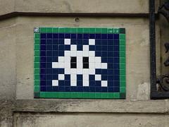 PA 1272 / Space Invader (mars 2017) (Archi & Philou) Tags: spaceinvader pixelart streetart paris15 plaquederue mosaic mosaïque tiles carreau