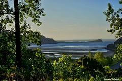 Playa de Oriñon. (Howard P. Kepa) Tags: cantabria oriñon marcantabrico playadeoriñon puntadelaballena rocas arboles vegetacion arena olas