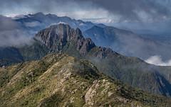 Camino para el grandioso (Ederson Ladeira) Tags: mountain mountains trekking canon expedition itaguare
