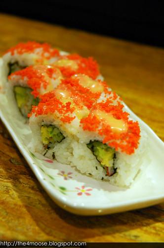 Standing Sushi Bar - California Maki