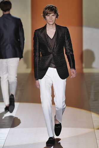 Anthon Wellsjo3034_SS11_Milan_Gucci(VOGUEcom)