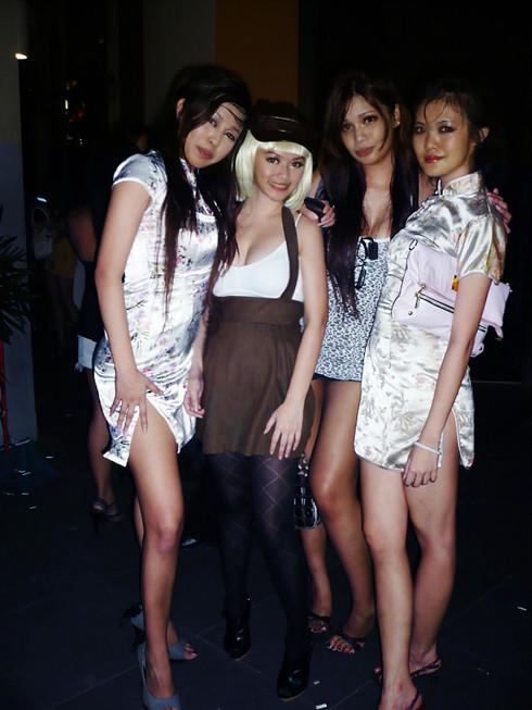 http://virginluvtoxic.blogspot.com/