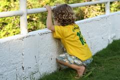 Que venha o Chile... (Fabiana Velôso) Tags: criança brasileiro menino futebol brasileirinho fabianavelôso